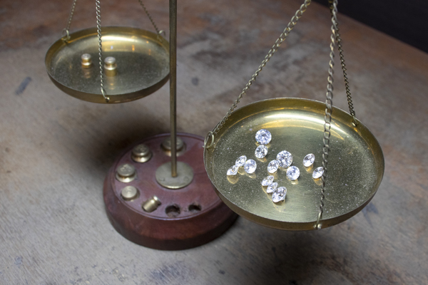 ダイヤモンドの基礎知識 ラウンドブリリアントカット/4C