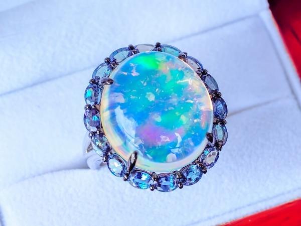 オパールのリフォーム|指輪やネックレスから様々なアイテムに変身!