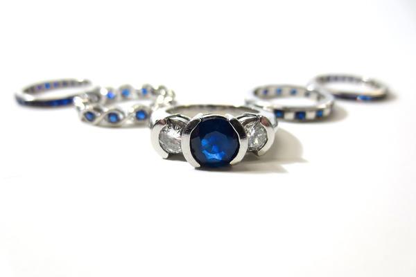 サファイアのリフォーム|指輪やネックレスにして新しい輝きを!