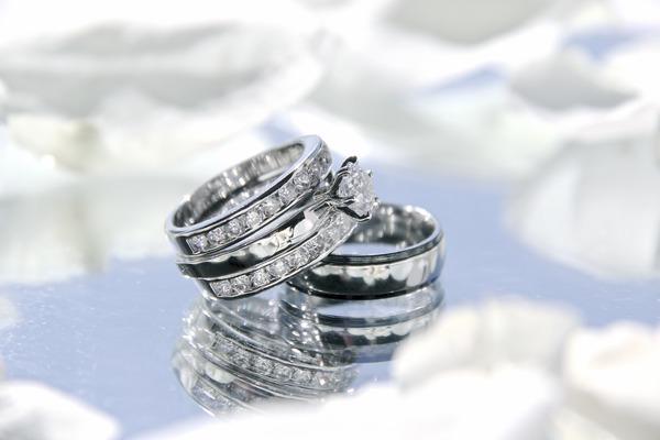 【札幌】形見の指輪をリフォーム 一生身に着けられるデザインにリフォームしませんか?