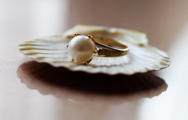 真珠(パール)について|冠婚葬祭に欠かせないジュエリーの魅力