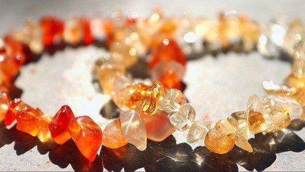 シトリンの手入れ方法|エネルギーに満ち溢れる魅力的な宝石