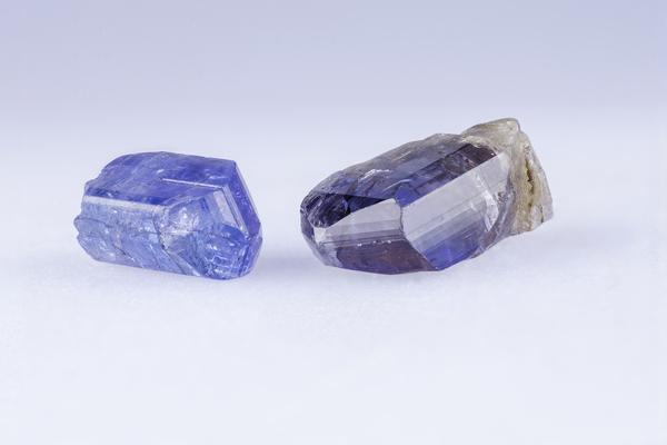 タンザナイトを徹底解説|美しい青色が特徴の宝石