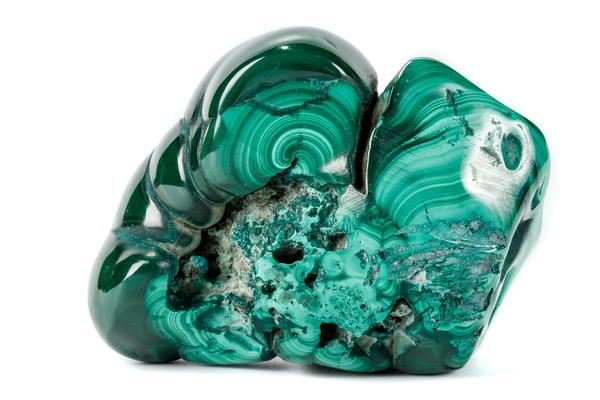 マラカイト(孔雀石)を徹底解説|鮮やかな緑色が美しい宝石の魅力