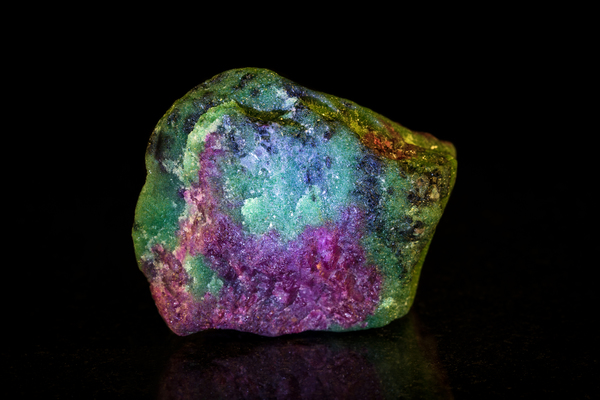 ゾイサイトを徹底解説|魔法の力を秘めている宝石の魅力
