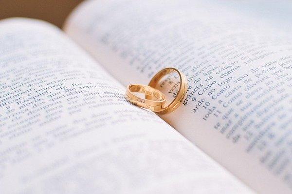 個性的な婚約指輪・結婚指輪|人と被らないデザインやポイント