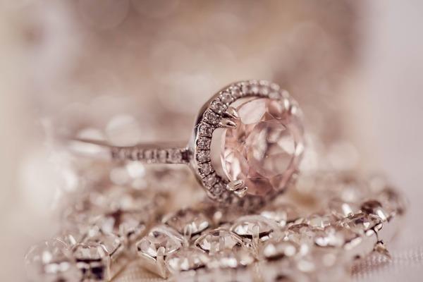 婚約指輪・結婚指輪で後悔しない選び方は?|妥協しないオーダーメイドがおすすめ