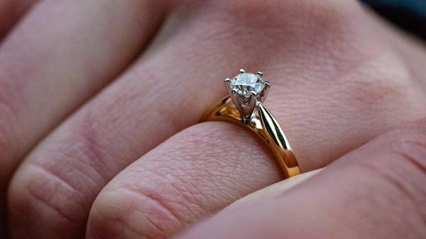 婚約指輪を売りたい理由は?|お店選びやリフォームの提案