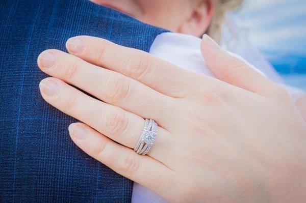 婚約指輪の結婚後の使い道|いつまで付けているもの?