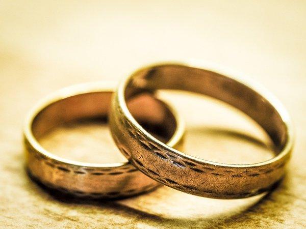 ダイヤなしの婚約指輪・結婚指輪|使いやすいシンプルなデザイン