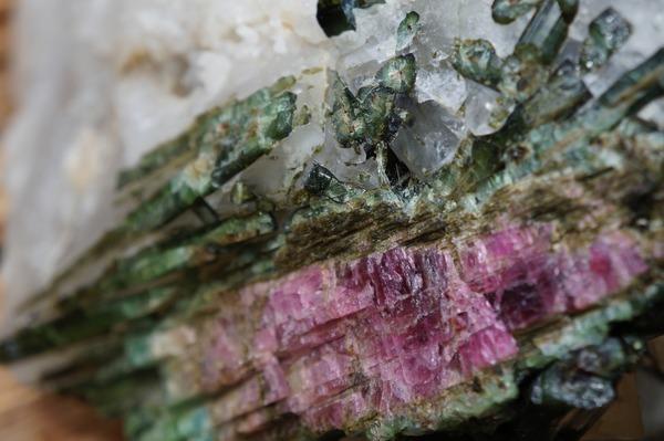 トルマリンを徹底解説|透明感のある美しい宝石の魅力