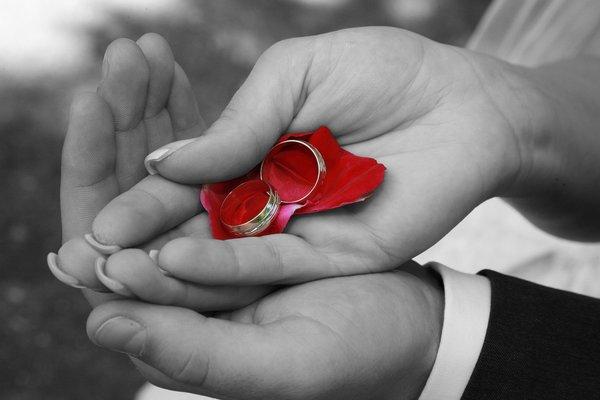 結婚指輪はつけっぱなしにするもの?|メリットやデメリットも紹介