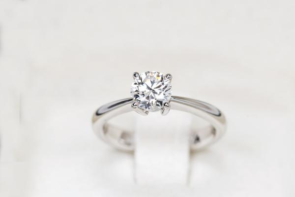 一粒ダイヤの指輪|普段使いに向いているデザインを紹介