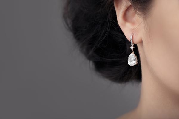 一粒ダイヤのイヤリング|選び方やおすすめコーディネート