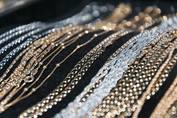 ネックレスの長さ調整|輪っかの使い方や体型別おすすめの長さは?