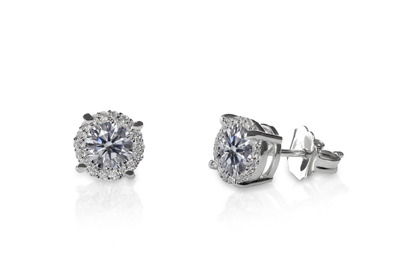 一粒ダイヤのピアス|おすすめブランドやサイズの選び方も紹介